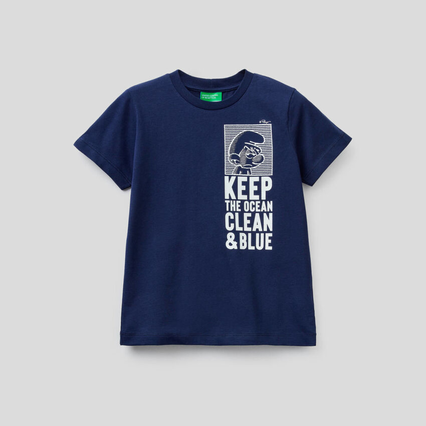 Dark blue t-shirt with The Smurfs print