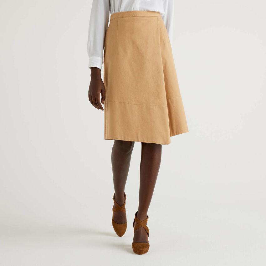 Skirt with asymmetrical bottom