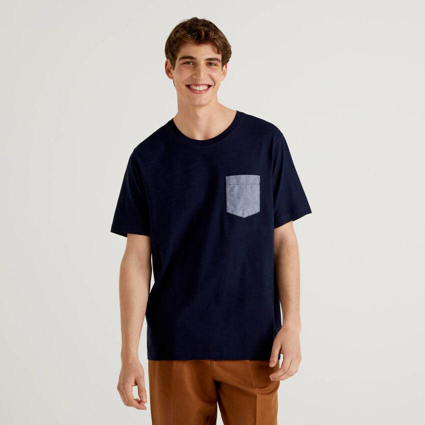 T-shirt with clashing pocket